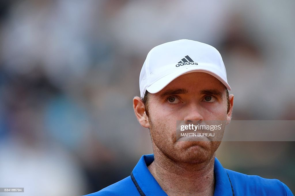 US player Bjorn Fratangelo reacts during his men's second round match against France's Richard Gasquet at the Roland Garros 2016 French Tennis Open in Paris on May 25, 2016. / AFP / MARTIN
