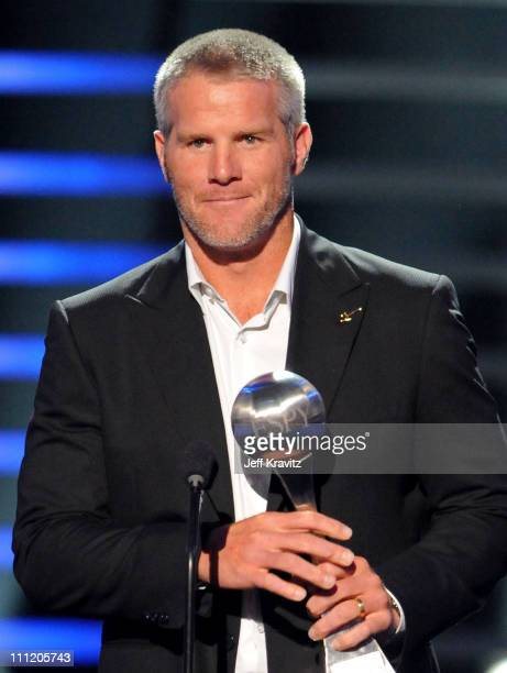 NHL player Brett Favre accepts the 'Best RecordBreaking Performance' onstage during the 2008 ESPY Awards held at NOKIA Theatre LA LIVE on July 16...