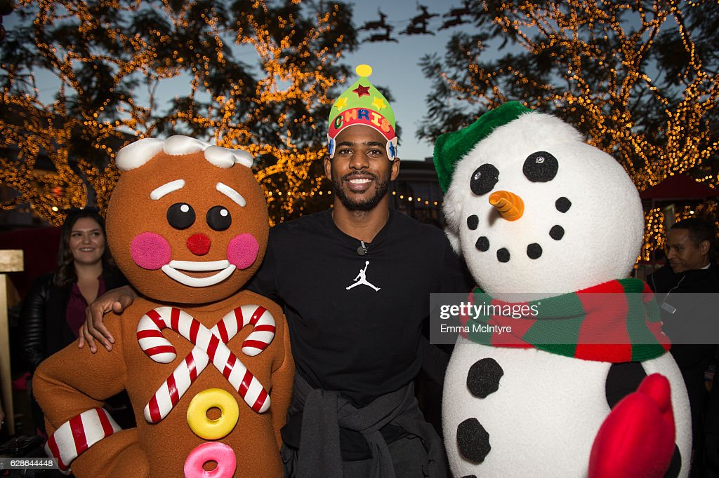 NBA player Chris Paul of the Los Angeles Clippers hosts a Feed the Children charity event at The Grove on December 8, 2016 in Los Angeles, California.