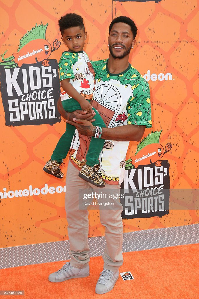 NBA player Derrick Rose (R) arrives at the Nickelodeon Kids' Choice Sports Awards 2016 at the UCLA's Pauley Pavilion on July 14, 2016 in Westwood, California.