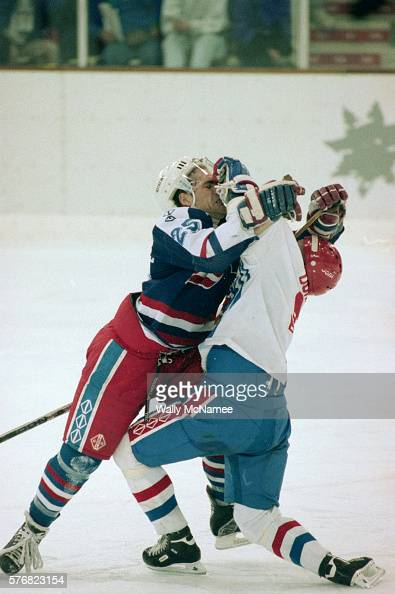 Albertville (MN) United States  city photos gallery : United States Hockey Player Fighting