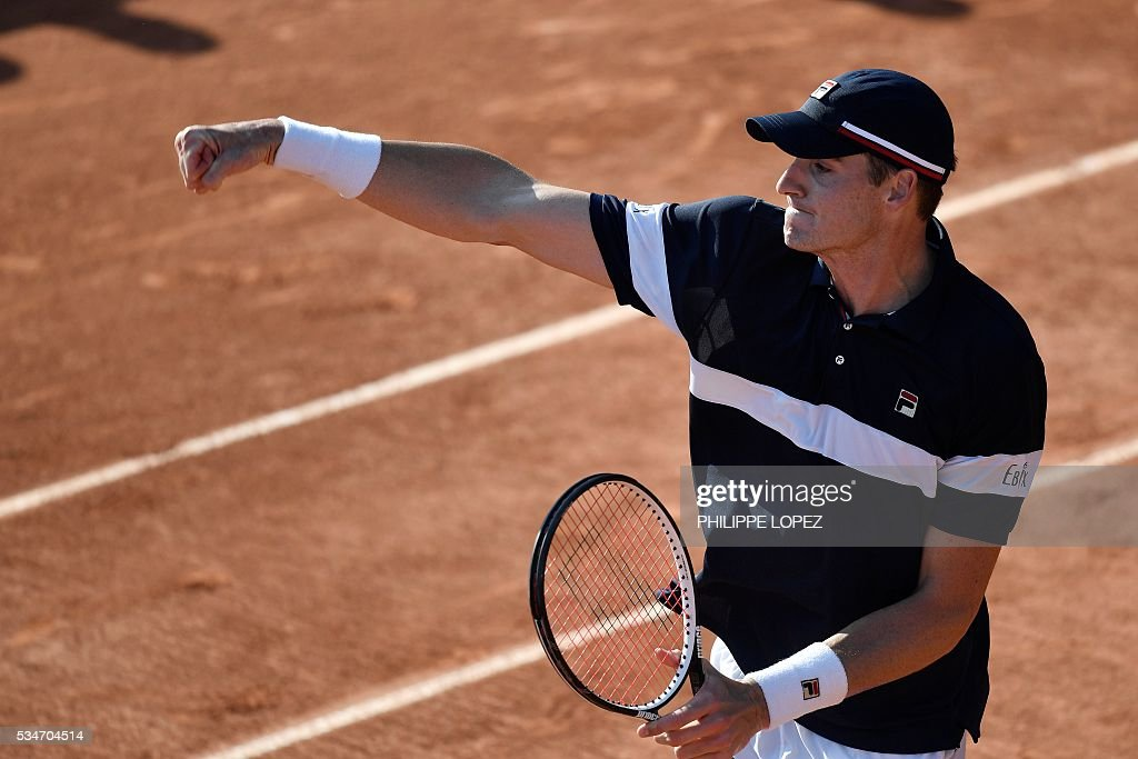 US player John Isner celebrates after beating Russia's Teimuraz Gabashvili during their men's third round match at the Roland Garros 2016 French Tennis Open in Paris on May 27, 2016. / AFP / PHILIPPE