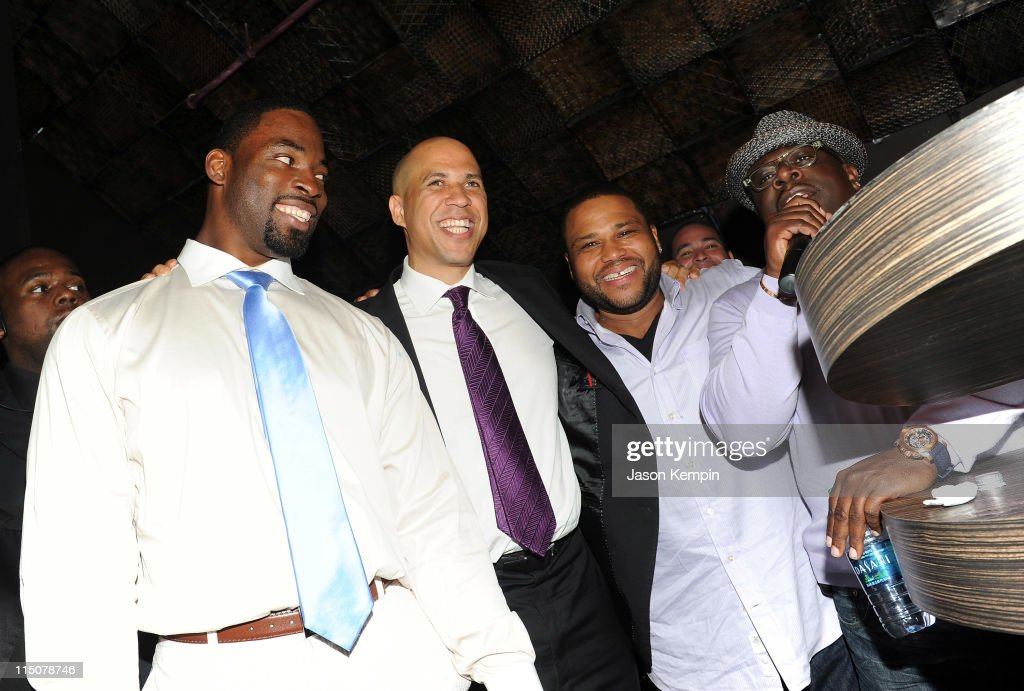 NFL player Justin Tuck Mayor of Newark Cory Booker actor Anthony Anderson and Cedric the Entertainer attend NY Giants Justin Tuck's 3rd Annual...