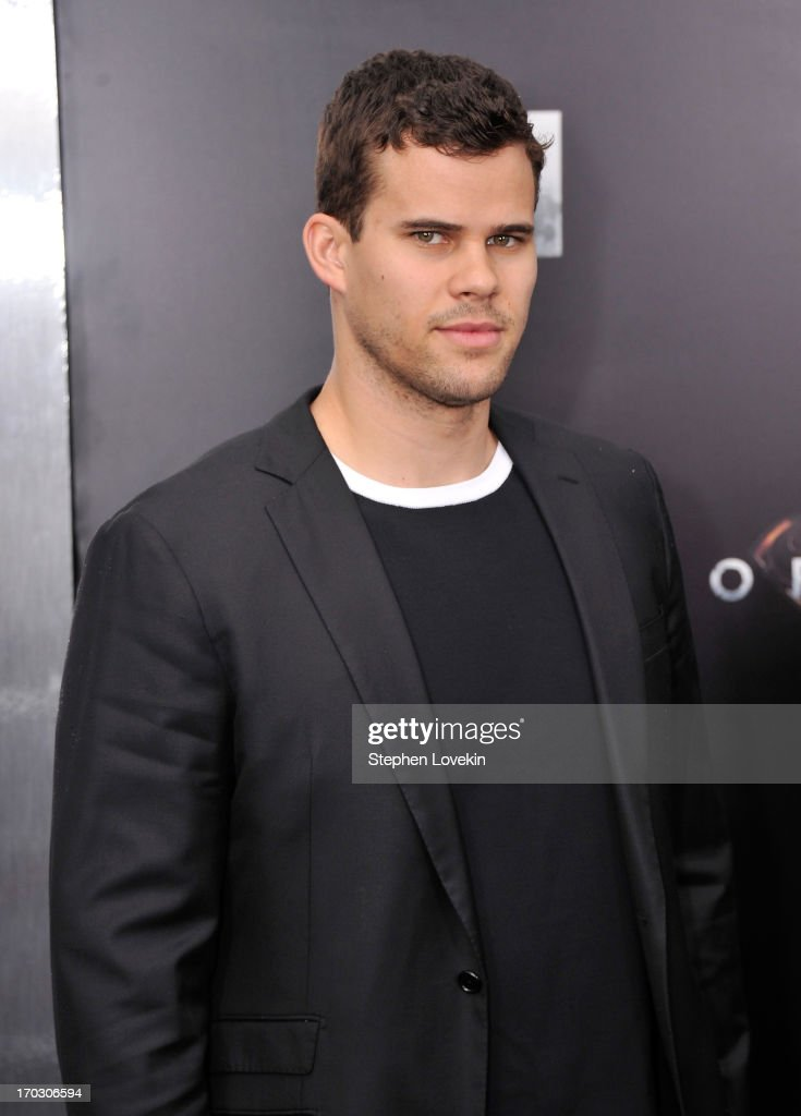 NBA player <a gi-track='captionPersonalityLinkClicked' href=/galleries/search?phrase=Kris+Humphries&family=editorial&specificpeople=209199 ng-click='$event.stopPropagation()'>Kris Humphries</a> attends the 'Man Of Steel' world premiere at Alice Tully Hall at Lincoln Center on June 10, 2013 in New York City.