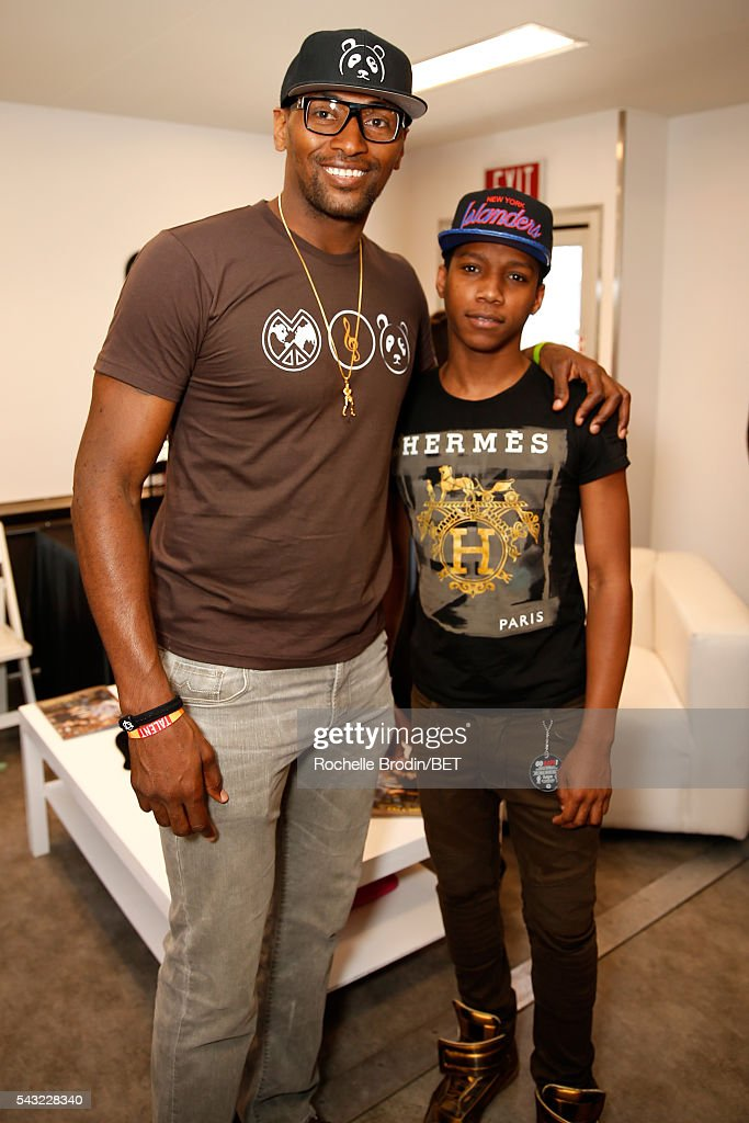 NBA player Metta World Peace (L) and guest attend the BETX gifting suite during the 2016 BET Experience on June 26, 2016 in Los Angeles, California.