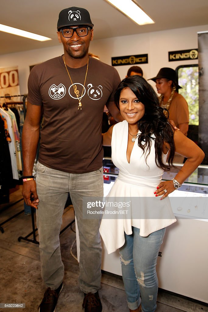 NBA player Metta World Peace (L) attends the BETX gifting suite during the 2016 BET Experience on June 26, 2016 in Los Angeles, California.
