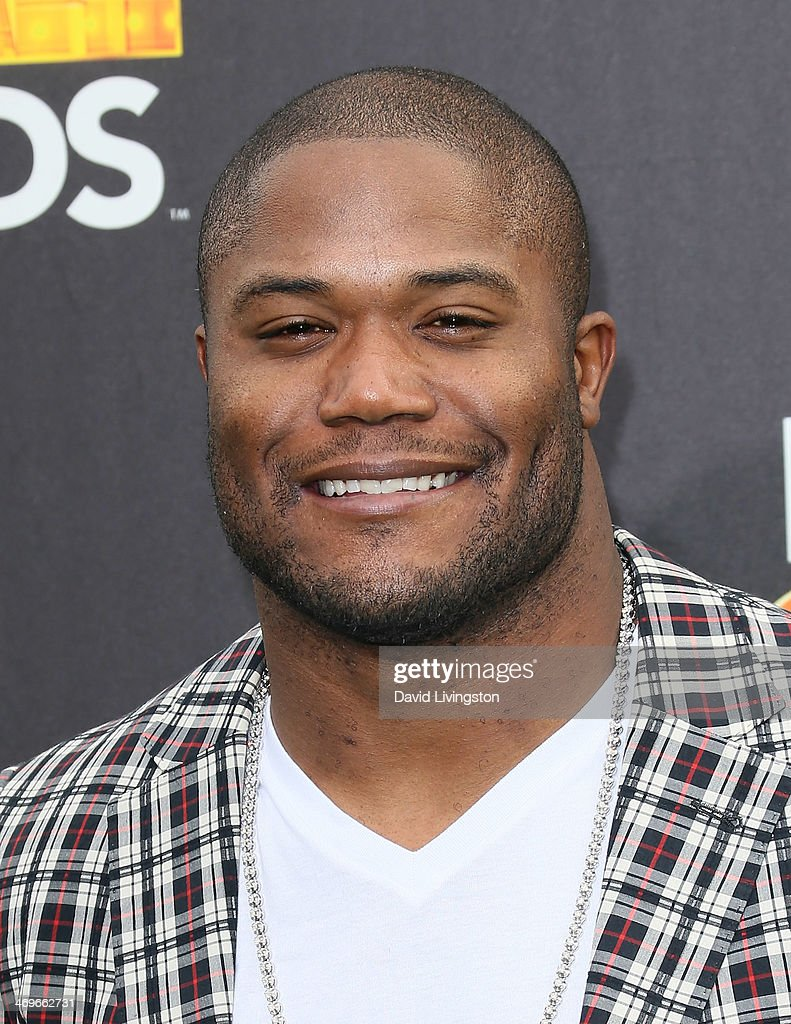 NFL player <a gi-track='captionPersonalityLinkClicked' href=/galleries/search?phrase=Michael+Robinson&family=editorial&specificpeople=228320 ng-click='$event.stopPropagation()'>Michael Robinson</a> attends Cartoon Network's Hall of Game Awards at Barker Hangar on February 15, 2014 in Santa Monica, California.