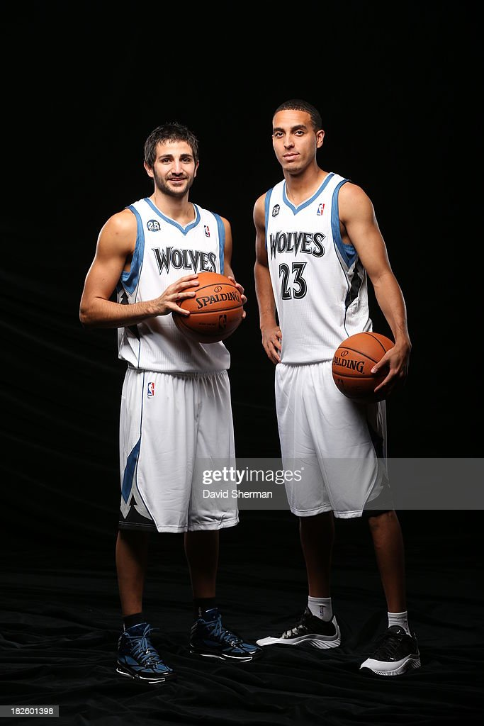¿Cuánto mide Ricky Rubio? - Altura - Real height Player-name-ricky-rubio-and-kevin-martin-of-the-minnesota-poses-for-picture-id182601398