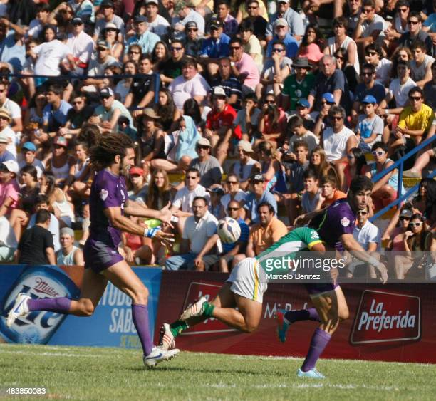 A player of Argentina passes the ball during a match between Argentina and Brazil as part of the Miller Lite Championship Seven Viña 2014 at Mackay...