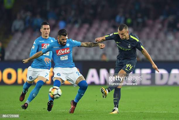 Player of SSC Napoli Elseid Hysaj vies with FC Internazionale player Ivan Perisic during the Serie A match between SSC Napoli and FC Internazionale...