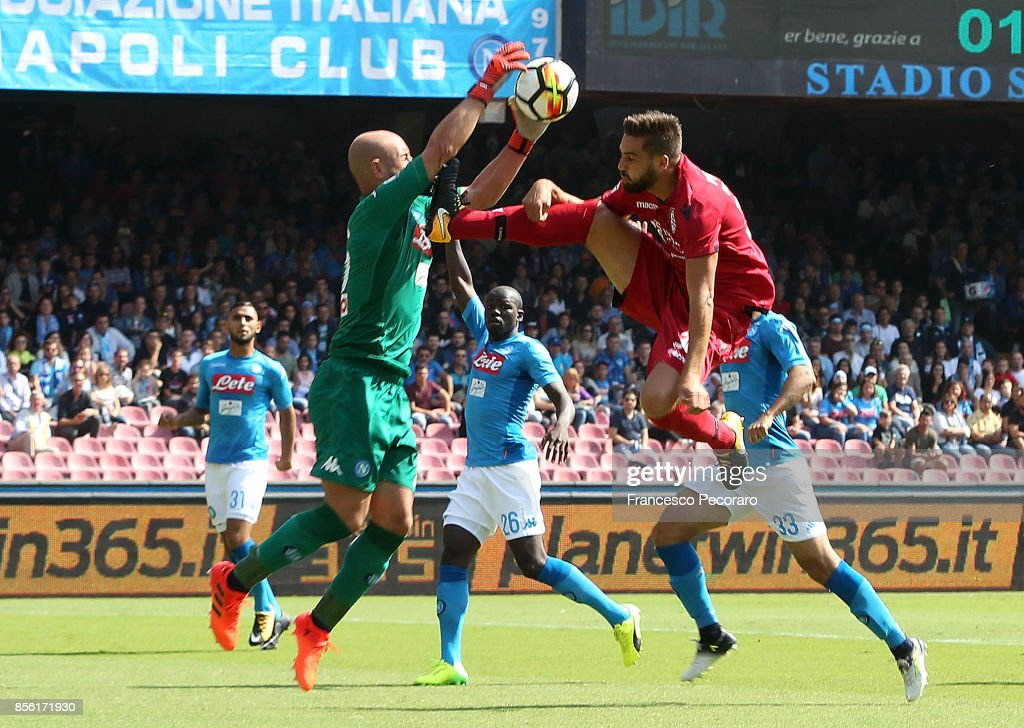 Player of SSC Napoli Pepe Reina vies with Cagliari Calcio player Leonardo Pavoletti during the Serie A match between SSC Napoli and Cagliari Calcio at Stadio San Paolo on October 1, 2017 in Naples, Italy.