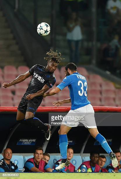 Player of SSC Napoli Raul Albiol vies with OGC Nice player Allan Saint Maximin during the UEFA Champions League Qualifying PlayOffs Round First Leg...