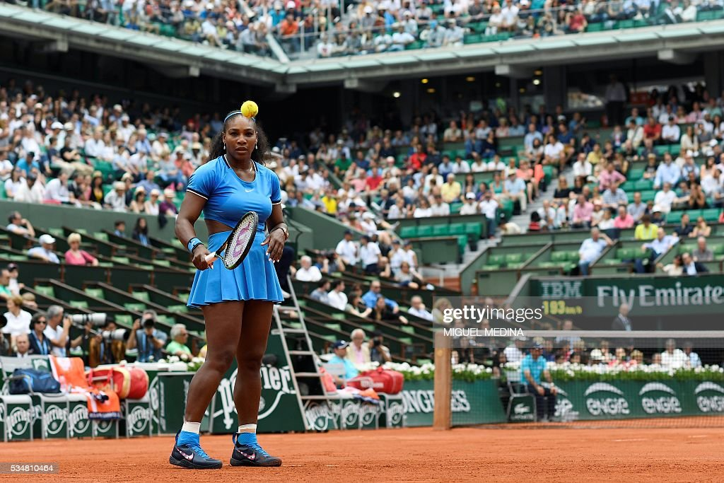 US player Serena Williams eyes the ball during her women's third round match against France's Kristina Mladenovic at the Roland Garros 2016 French Tennis Open in Paris on May 28, 2016. / AFP / MIGUEL