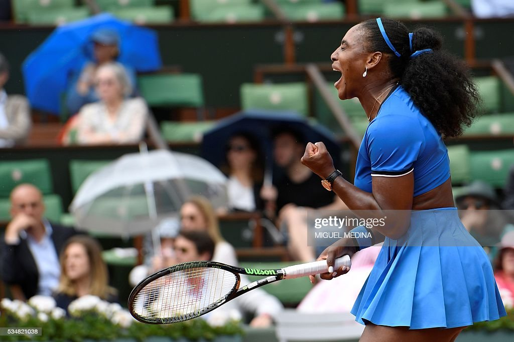 US player Serena Williams reacts during her women's third round match against France's Kristina Mladenovic at the Roland Garros 2016 French Tennis Open in Paris on May 28, 2016. / AFP / MIGUEL