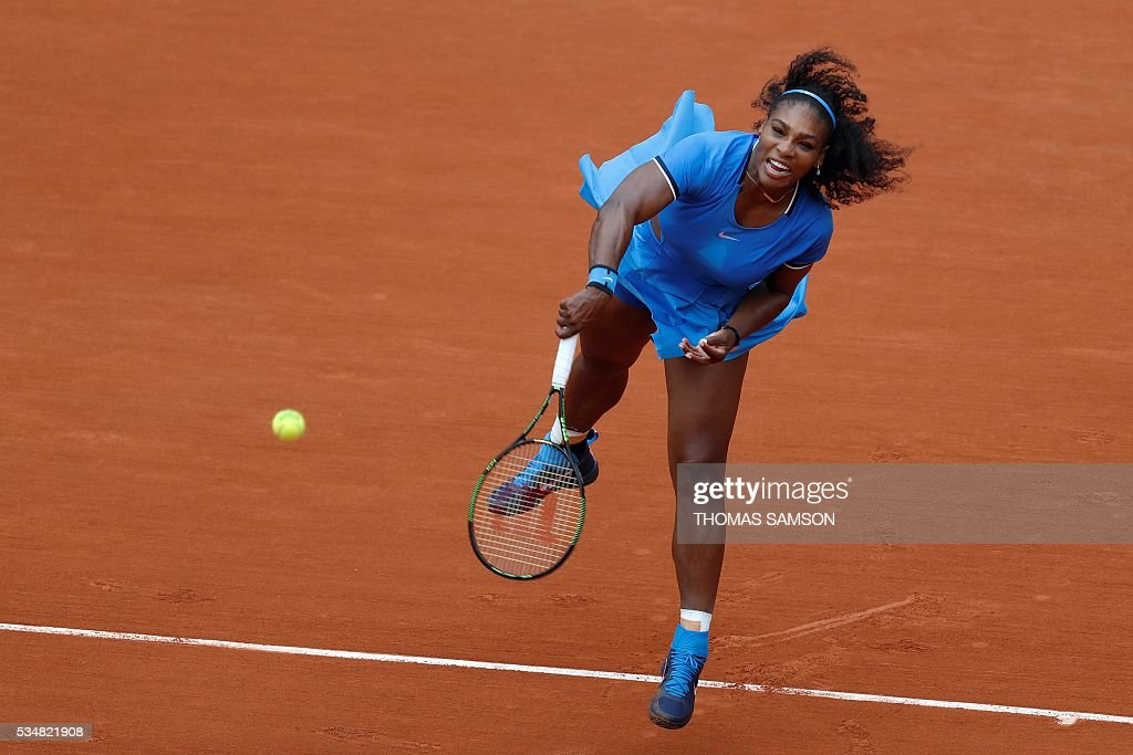 US player Serena Williams returns the ball to France's Kristina Mladenovic during their women's third round match at the Roland Garros 2016 French Tennis Open in Paris on May 28, 2016. / AFP / Thomas SAMSON