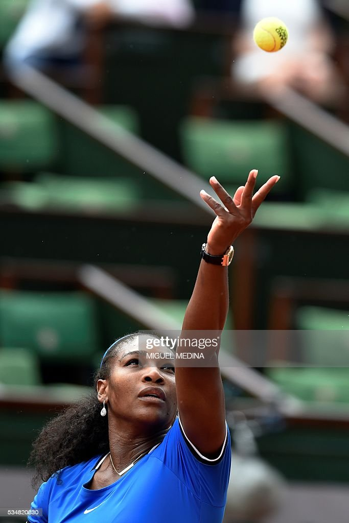US player Serena Williams serves the ball to France's Kristina Mladenovic during their women's third round match at the Roland Garros 2016 French Tennis Open in Paris on May 28, 2016. / AFP / MIGUEL