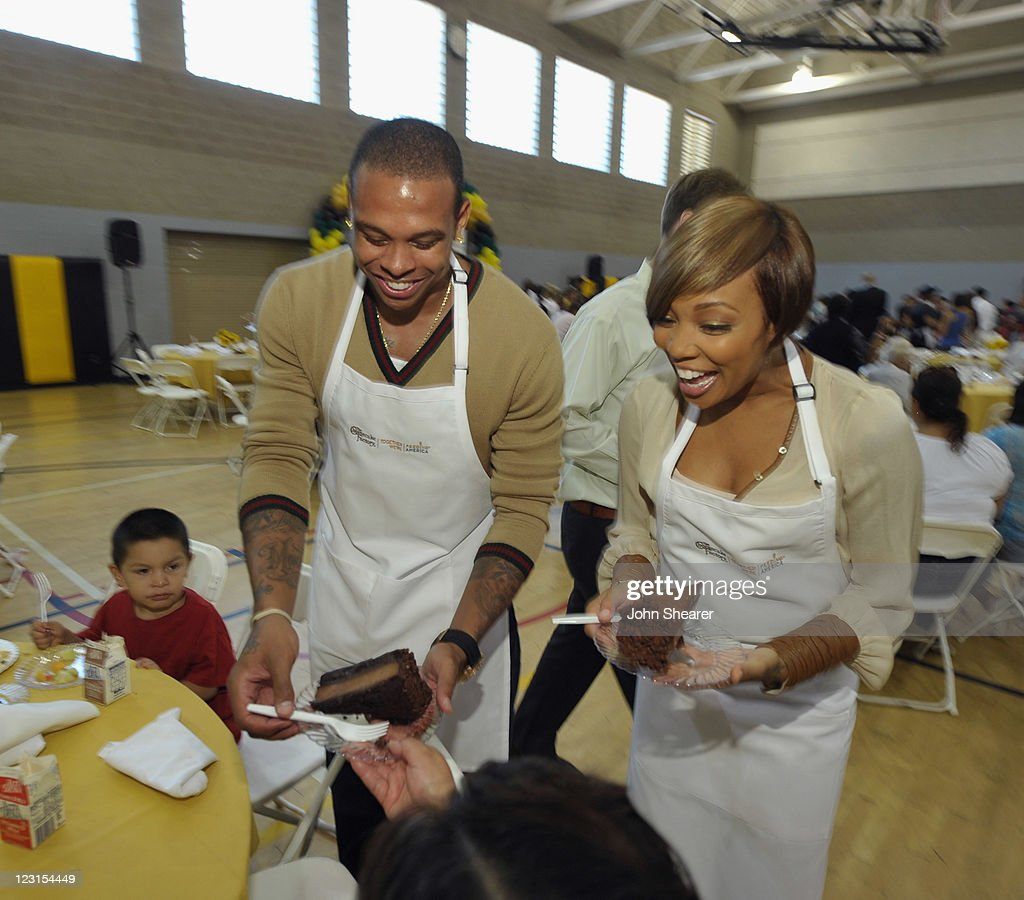 NBA player Shannon Brown and recording artist Monica join The Cheesecake Factory to kickoff Feeding America's Hunger Action Month by catering a...