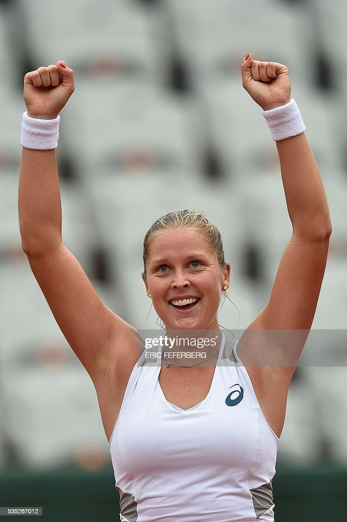 Netherlands' Kiki Bertens celebrates after beating Romania's Irina Begu at the end of their women's fourth round match at the Roland Garros 2016 French Tennis Open in Paris on May 29, 2016. / AFP / Eric FEFERBERG