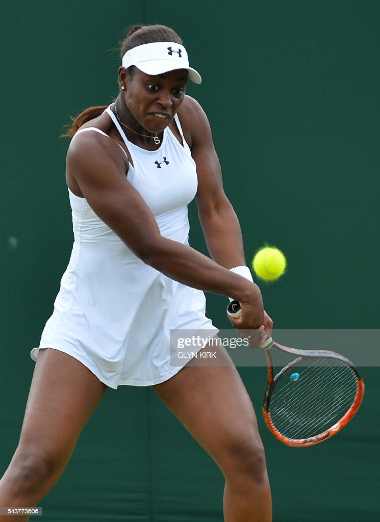 US player Sloane Stephens returns to China's Peng Shuai during their women's singles second round match on the fourth day of the 2016 Wimbledon Championships at The All England Lawn Tennis Club in Wimbledon, southwest London, on June 30, 2016. / AFP / GLYN