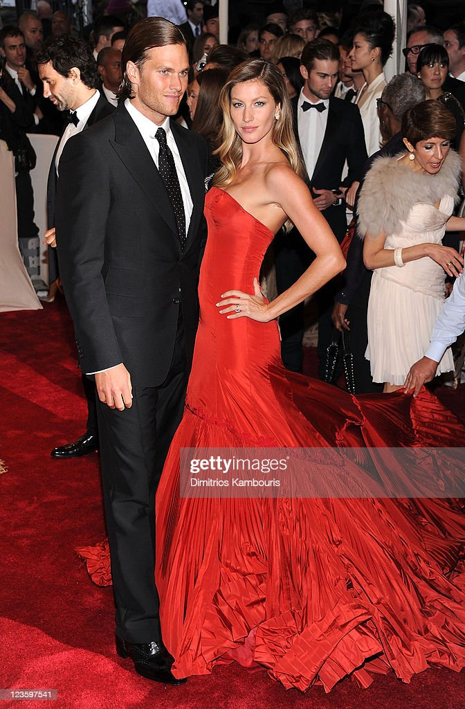 NFL Player Tom Brady and model Gisele Bundchen attends the 'Alexander McQueen: Savage Beauty' Costume Institute Gala at The Metropolitan Museum of Art on May 2, 2011 in New York City.