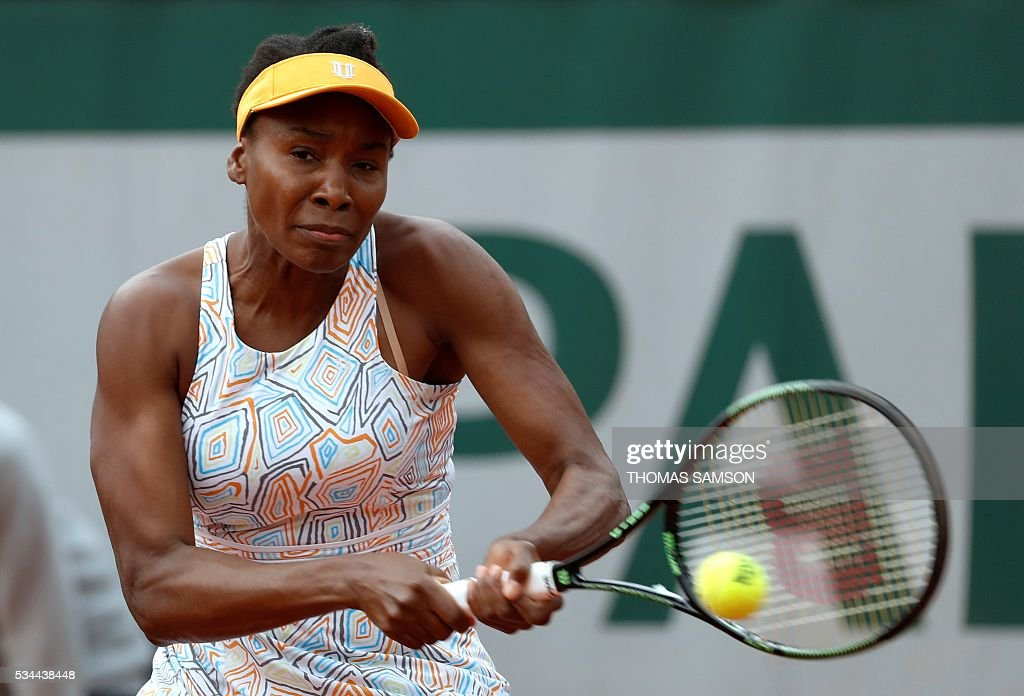 US player Venus Williams returns the ball to US player Louisa Chirico during their women's second round match at the Roland Garros 2016 French Tennis Open in Paris on May 26, 2016. / AFP / Thomas SAMSON