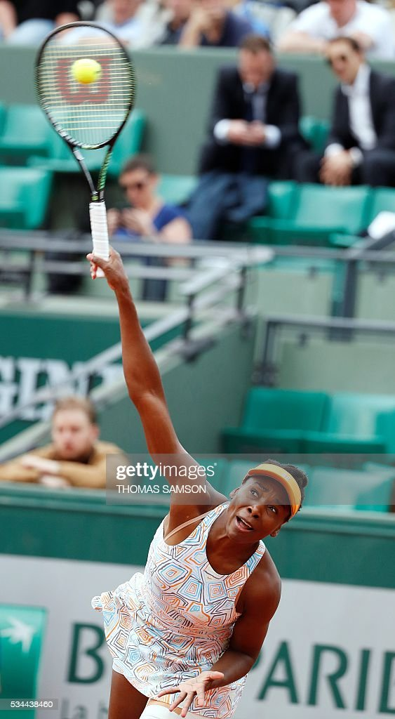 US player Venus Williams serves the ball to US player Louisa Chirico during their women's second round match at the Roland Garros 2016 French Tennis Open in Paris on May 26, 2016. / AFP / Thomas SAMSON