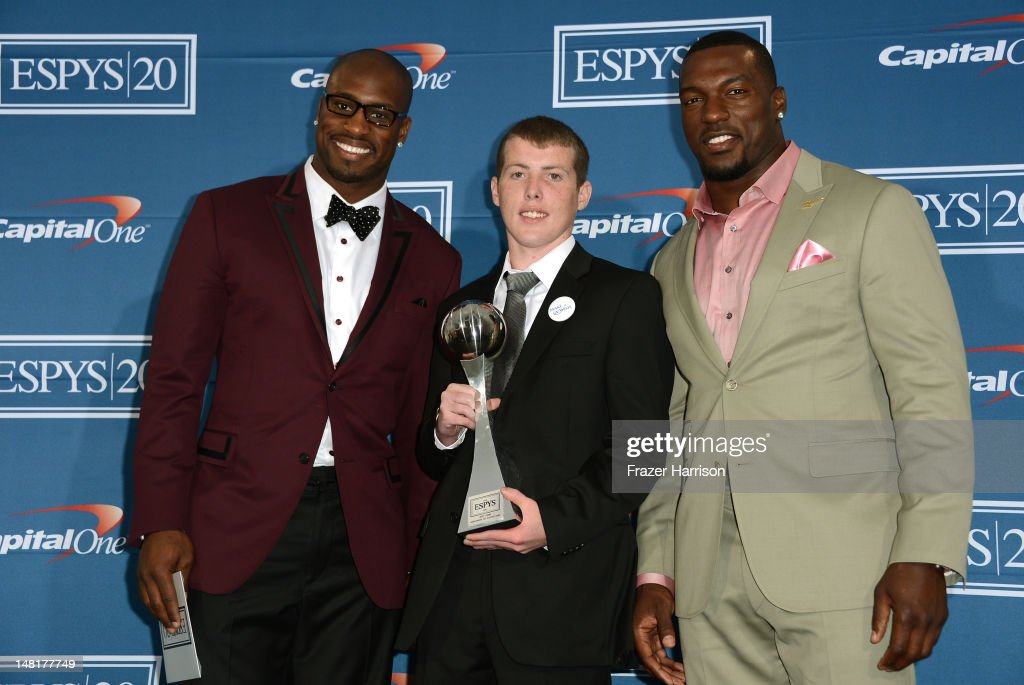 NFL player Vernon Davis guest Jimmy Murphy and NFL player Patrick Willis with award for Best Game poses in the press room during the 2012 ESPY Awards...