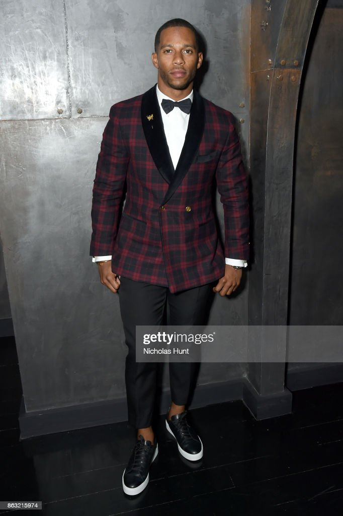 NFL player Victor Cruz attends A Night With Eli Halili on October 19, 2017 in New York City.