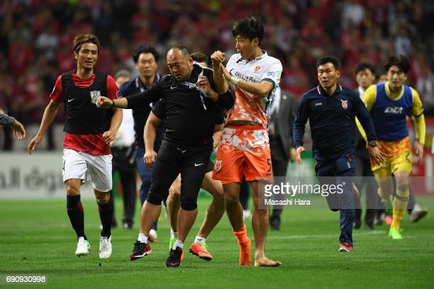 Players and staffs clash after the AFC Champions League Round of 16 match between Urawa Red Diamonds and Jeju United FC at Saitama Stadium on May 31...