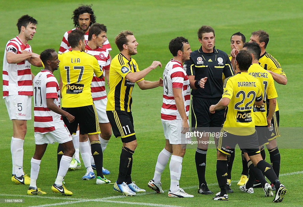 Players argue with referee Shaun Evans after Aaron Mooy of the Wanderers was brought down in a tackle by Dani Sanchez of the Phoenix during the round 16 A-League match between the Wellington Phoenix and the Western Sydney Wanderers at Westpac Stadium on January 13, 2013 in Wellington, New Zealand. (Photo by Hagen Hopkins/Getty Images