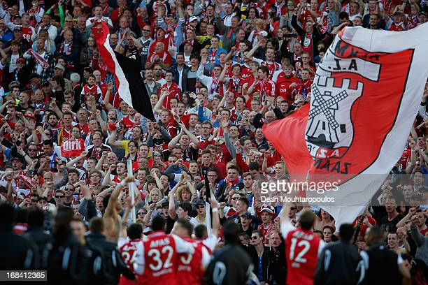 AZ players celebrate in front of their fans after winning the Dutch Cup final between PSV Eindhoven and AZ Alkmaar at De Kuip on May 9 2013 in...