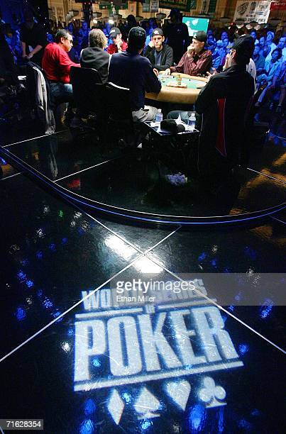 Players compete at the final table of the World Series of Poker nolimit Texas Hold 'em main event at the Rio Hotel Casino August 10 2006 in Las Vegas...