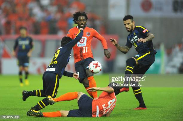 Players compete during the JLeague J1 match between Omiya Ardija and Kashiwa Reysol at NACK 5 Stadium Omiya on October 21 2017 in Saitama Japan