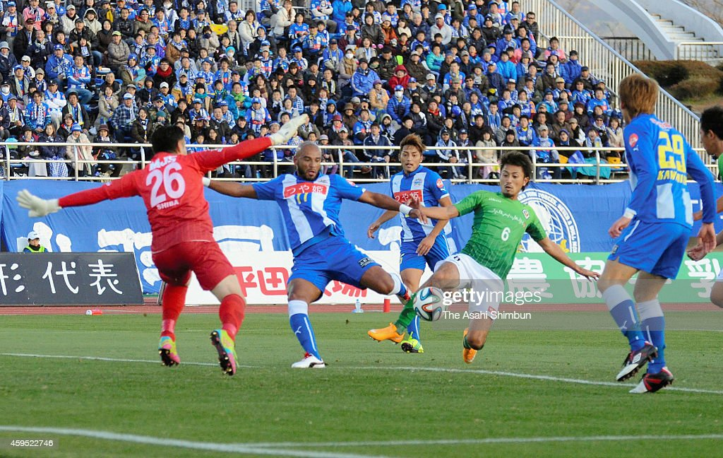 Players compete during the JLeague second division match between Montedio Yamagata and Tokyo Verdy at ND Soft Stadium on November 23 2014 in Tendo...