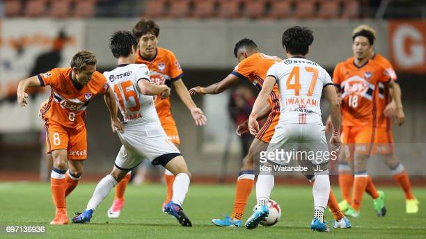 Players compete for the ball during the JLeague J1 match between Albirex Niigata and Omiya Ardija at Denka Big Swan Stadium on June 17 2017 in...