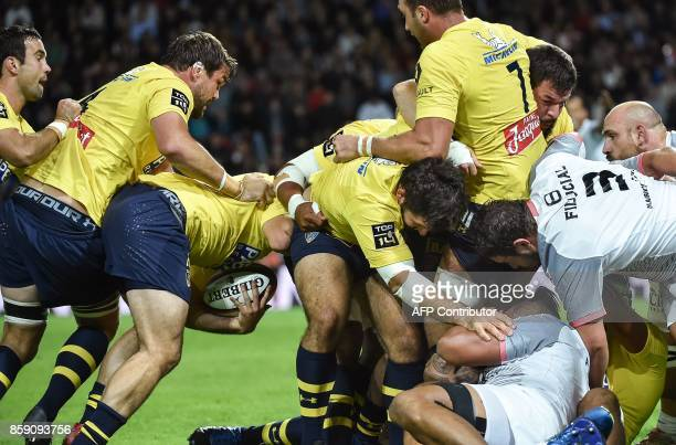 Players engage in a maul during the French Top 14 rugby union match between Stade Toulousain and Clermont Auvergne at the ErnestWallon stadium in...