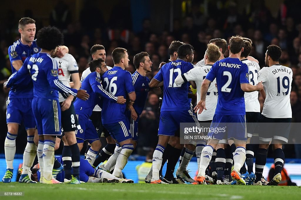 Players from both teams clash during the English Premier League football match between Chelsea and Tottenham Hotspur at Stamford Bridge in London on May 2, 2016. / AFP / BEN STANSALL / RESTRICTED TO EDITORIAL USE. No use with unauthorized audio, video, data, fixture lists, club/league logos or 'live' services. Online in-match use limited to 75 images, no video emulation. No use in betting, games or single club/league/player publications. /