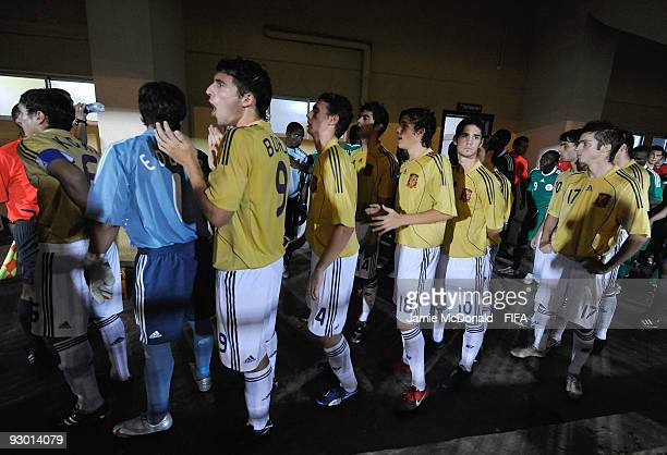 Players from Spain wait to enter the pitch during the FIFA U17 World Cup SemiFinal 2 between Spain and Nigeria at the Teslim Balogun Stadium on...