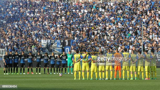 Players of AC Chievo Verona and Atalanta BC stand for a minutes silence for Italian Referee Stefano Farina prior to the Serie A match between...