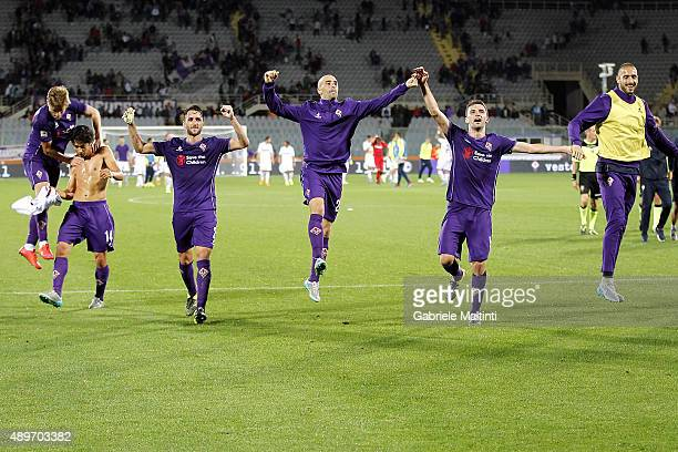 Players of ACF Fiorentina celebrates the victory after the Serie A match between ACF Fiorentina and Bologna FC at Stadio Artemio Franchi on September...