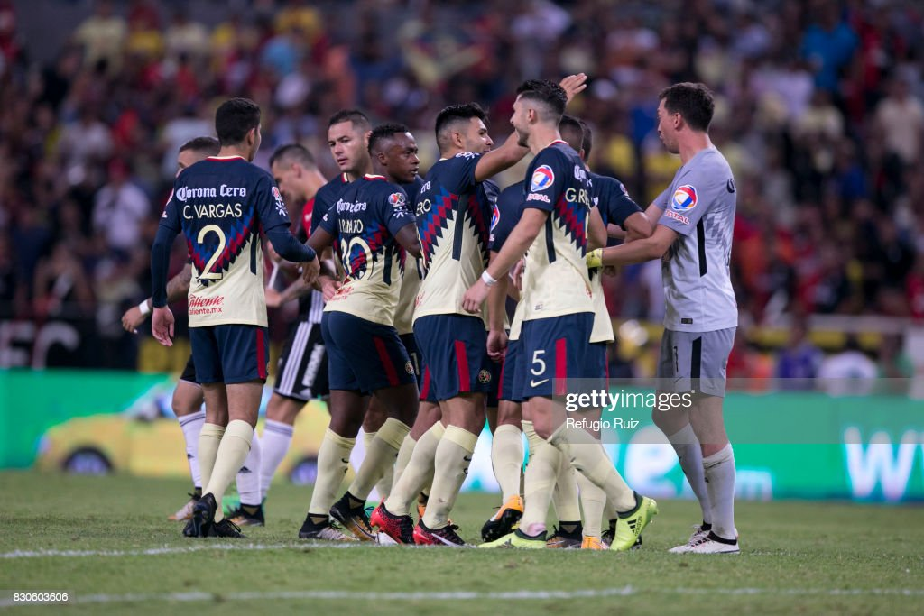 Players of America celebrate after winning the 4th round match between Atlas and America as part of the Torneo Apertura 2017 Liga MX at Jalisco Stadium on August 11, 2017 in Guadalajara, Mexico.