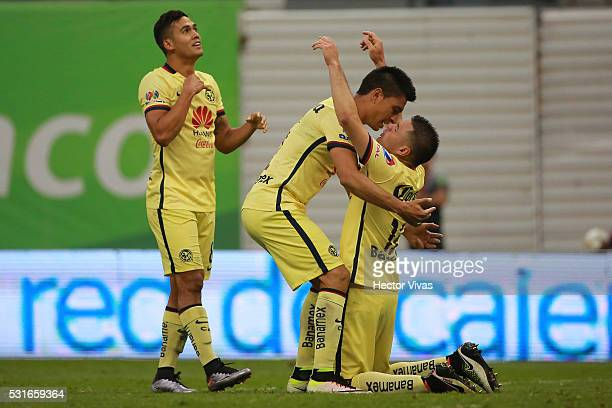 Players of America celebrate after winning the game during the quarter finals second leg match between America and Chivas as part of the Clausura...