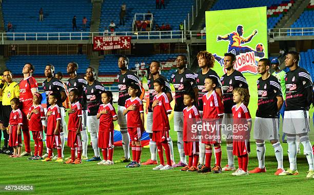 Players of America de Cali line up before a match between America de Cali and Valledupar as part of 16th round of Torneo Postobon 2014 II at Pascual...