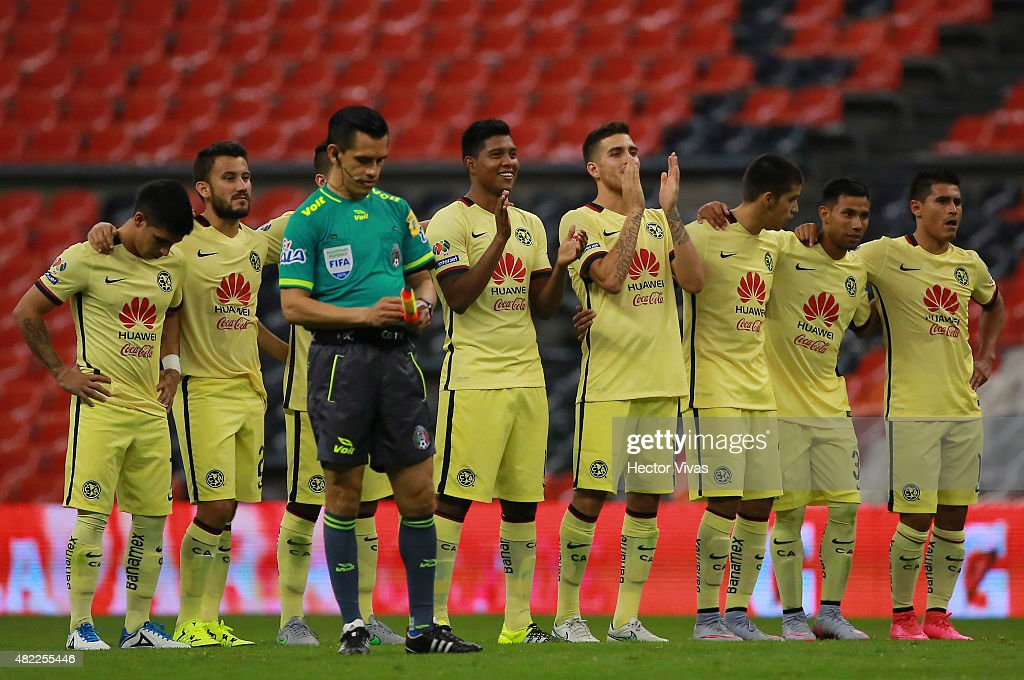 Players of America gesture during a penalty shootout against Benfica as part of the International Champions Cup 2015 at Azteca Stadium on July 28, 2015 in Mexico City, Mexico.