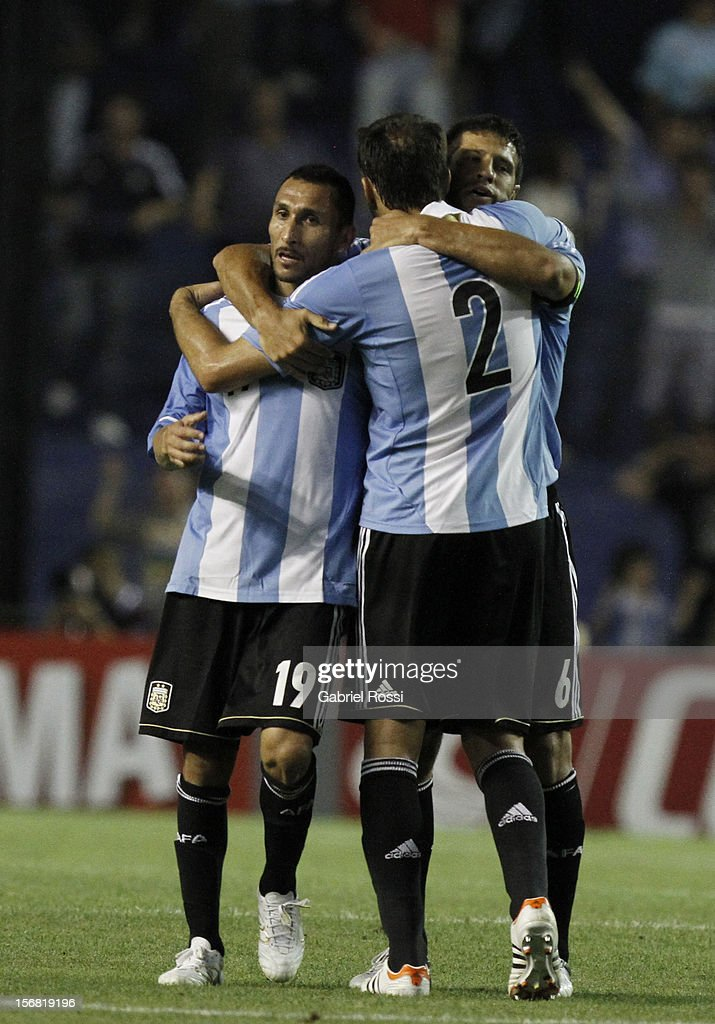 Players of Argentina celebrates a penalty during scored by Ignacio Scocco the second leg of the Superclasico de Las AmeŽricas (Doctor Nicolas Leoz Cup) between Argentina and Brazil at Bombonera Stadium on November 21, 2012 in Buenos Aires, Argentina.