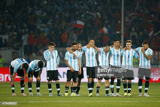 Players of Argentina gather in the penalty shootout during the 2015 Copa America Chile Final match between Chile and Argentina at Nacional Stadium on...