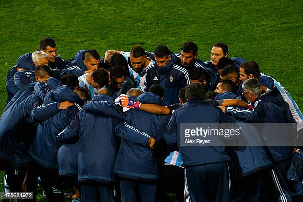 Players of Argentina gather prior the penalty shootout during the 2015 Copa America Chile quarter final match between Argentina and Colombia at...