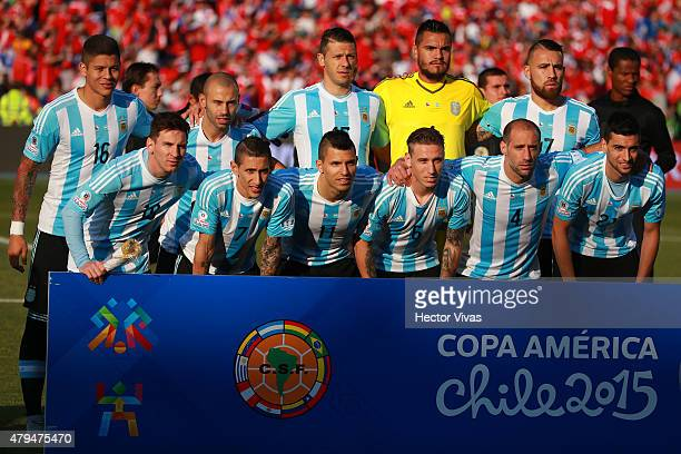 Players of Argentina pose for a team photo prior to the 2015 Copa America Chile Final match between Chile and Argentina at Nacional Stadium on July...