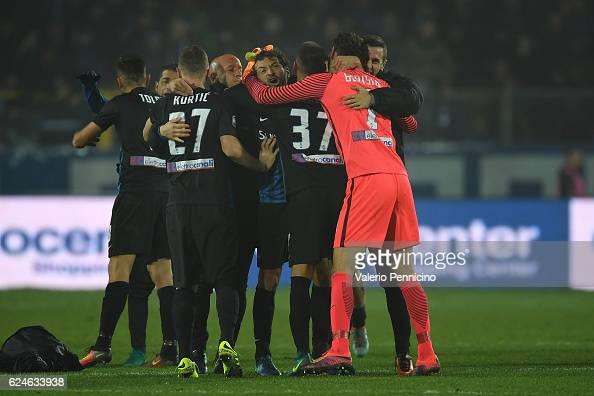 Players of Atalanta BC celebrate victory at the end of the Serie A match between Atalanta BC and AS Roma at Stadio Atleti Azzurri d'Italia on...
