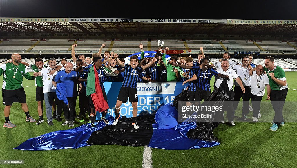 Players of Atalanta Bergamasca Calcio celebrate the victory after Finale U15 Professionisti between AS Roma and Atalanta Bergamasca Calcio at Dino Manuzzi Stadium on June 28, 2016 in Cesena, Italy.